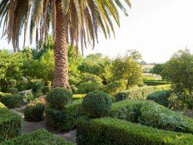 Karalilla - Traditional Hedge Garden
