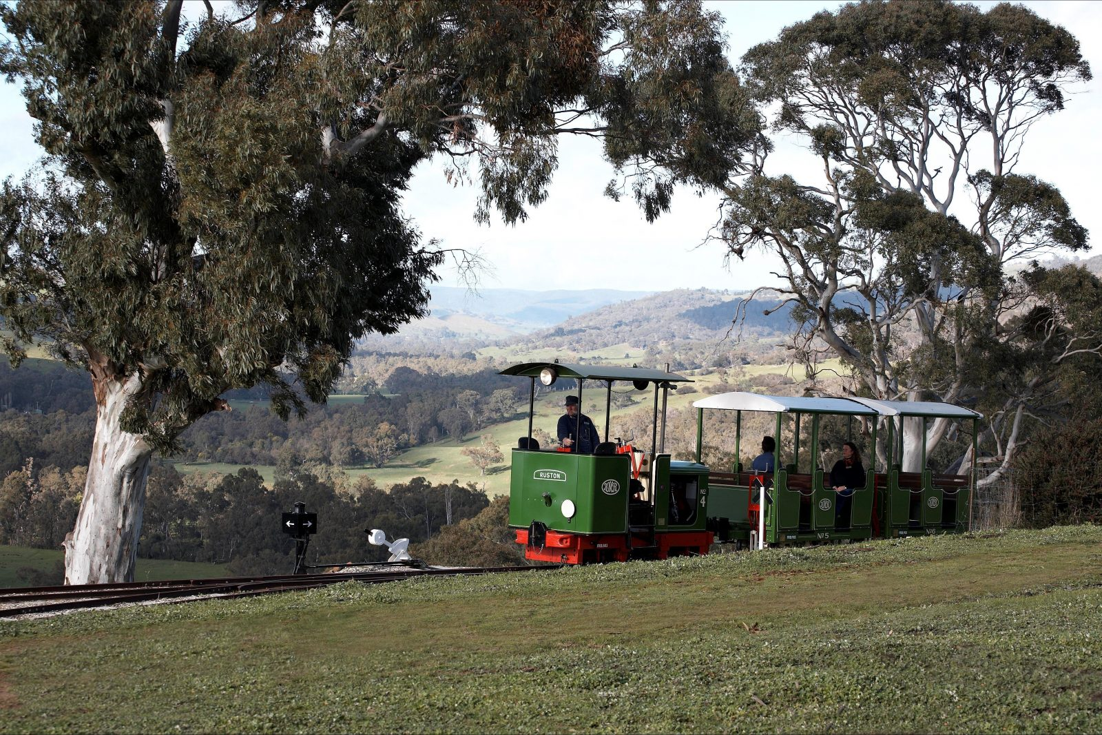 'Ruston' locomotive coming into 'Summit station' with a view South towards Strath Creek