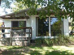 Kiewa View has its own enclosed garden overlooking the Kiewa Valley