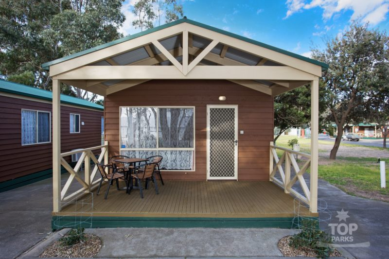 Lake Fyans Holiday Park - Lakeside Spa Cabin