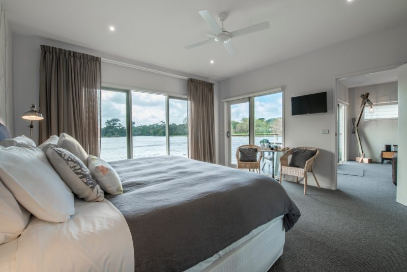 Separate bedroom with king size bed - lake views