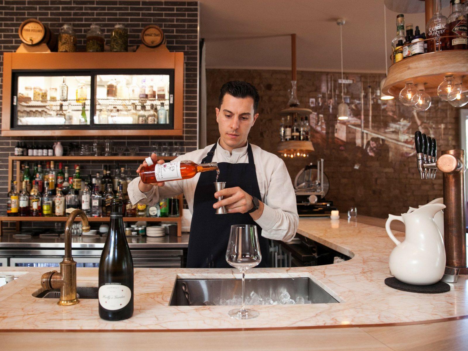 Orlando - Worlds Best Bartender mixing cocktails