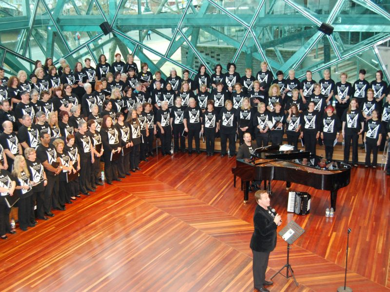 Dr Jonathon Welch AM and Melbourne International Singers Festival singers