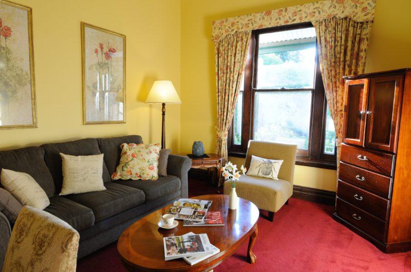 Merrijig Inn - King Suite lounge
