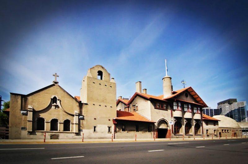 Flinders St Exterior