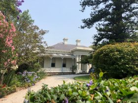 "alt=""historic house and garden in Geelong"""