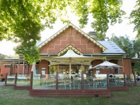 Pipers By The Lake - Pavilion facing Lake Wendouree