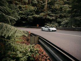 The new Lamborghini Huracán driving through the famous Black Spur