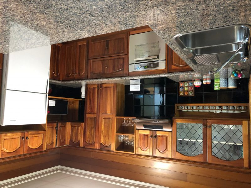 Rockpool Gardens. Fully Equipt Kitchen With Electric Cooktop & Oven, Microwave & All Utensils