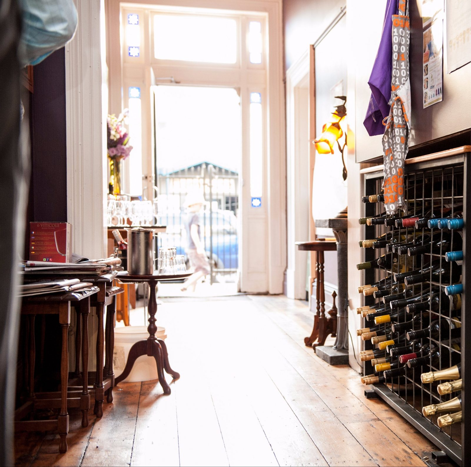 Roxburgh hallway wine