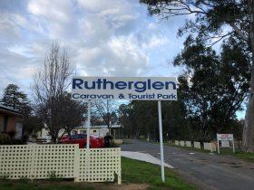 Rutherglen Caravan park entrance