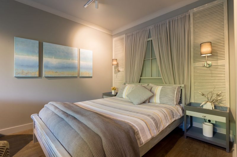 Stunning studio apartment, indulgent double spa, rain shower, fully stocked kitchenette, courtyard