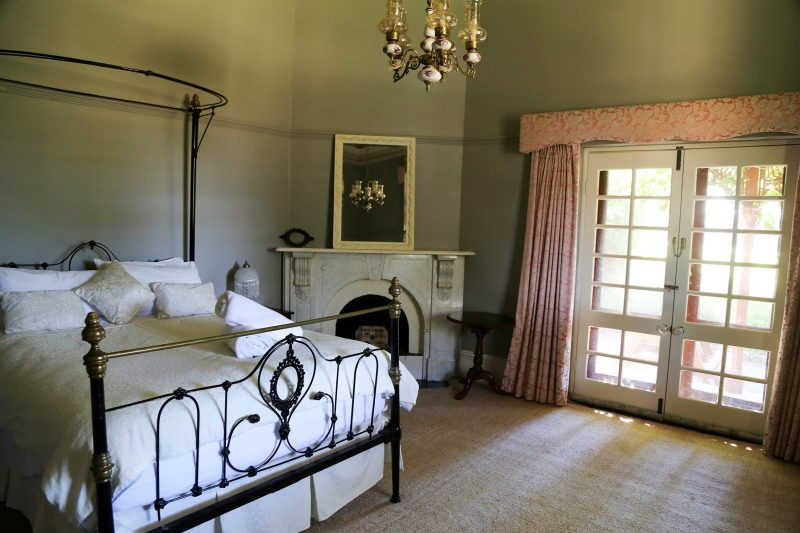 Large historic Queen Bed