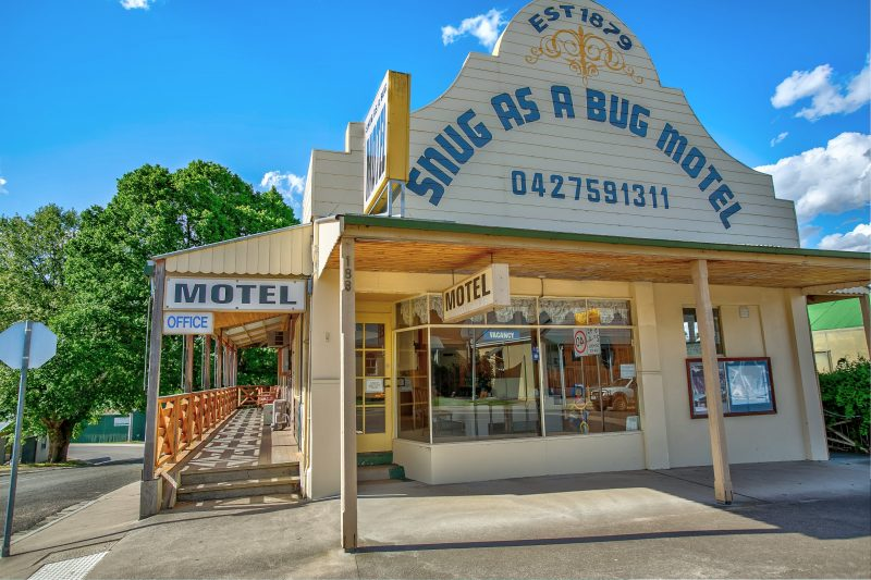 Built in 1879 as a temperance Guest House, Overnight accommodation in the heart of Omeo.