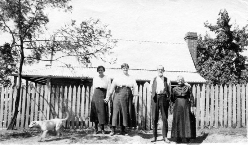 Mary & William Mason, Violet Eck & Millie Mason with dog Chalkie