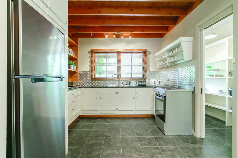Self contained kitchen & walk in pantry