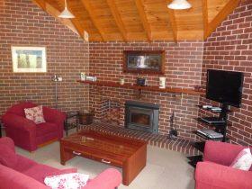 Blue Wren Lodge Lounge room
