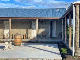 The Shearer's Quarters courtyard