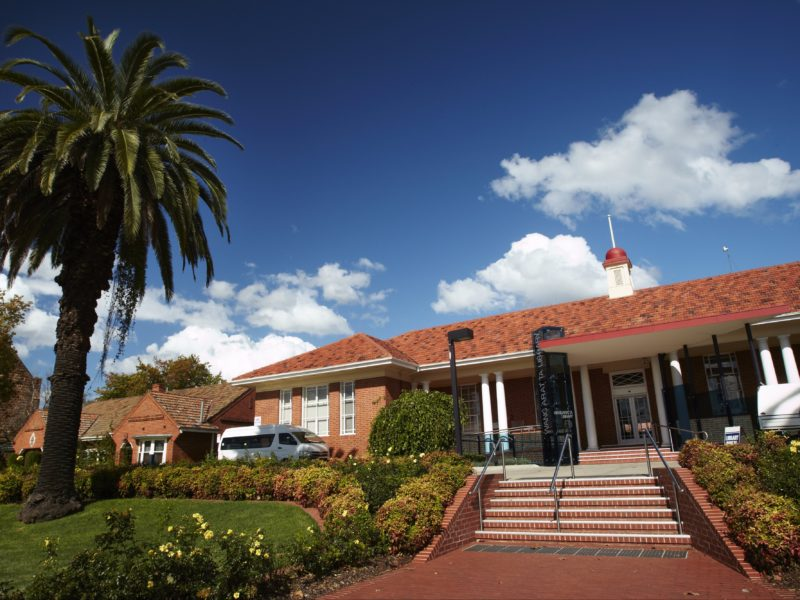 Wangaratta Library as viewed from the front on Docker Street.