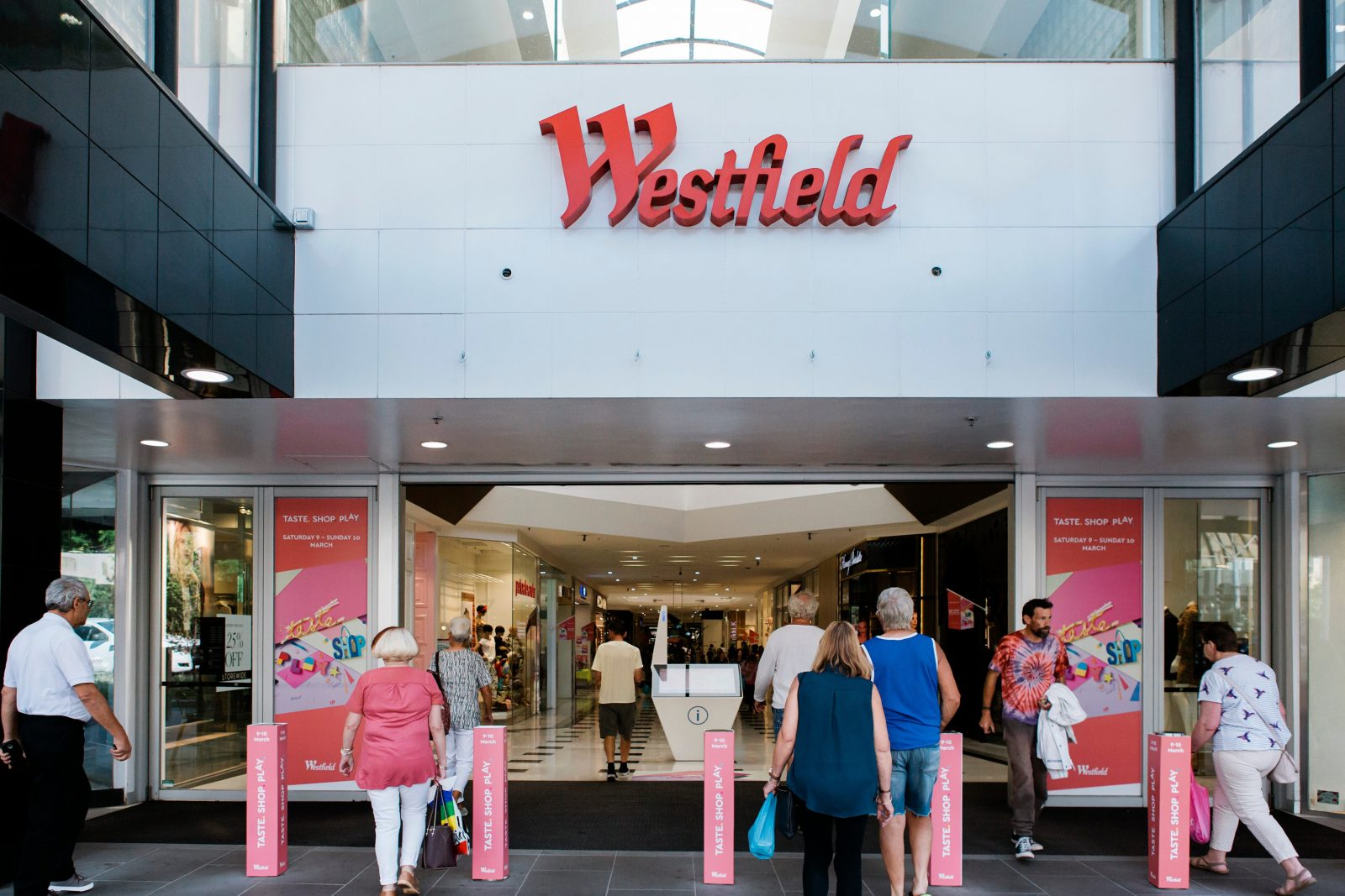 Westfield Geelong Malop street entrance with customers