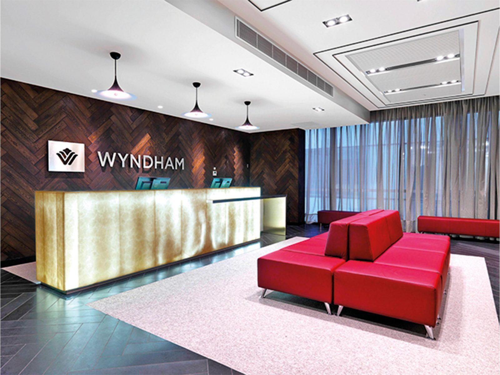 Wyndham Hotel Melbourne lobby