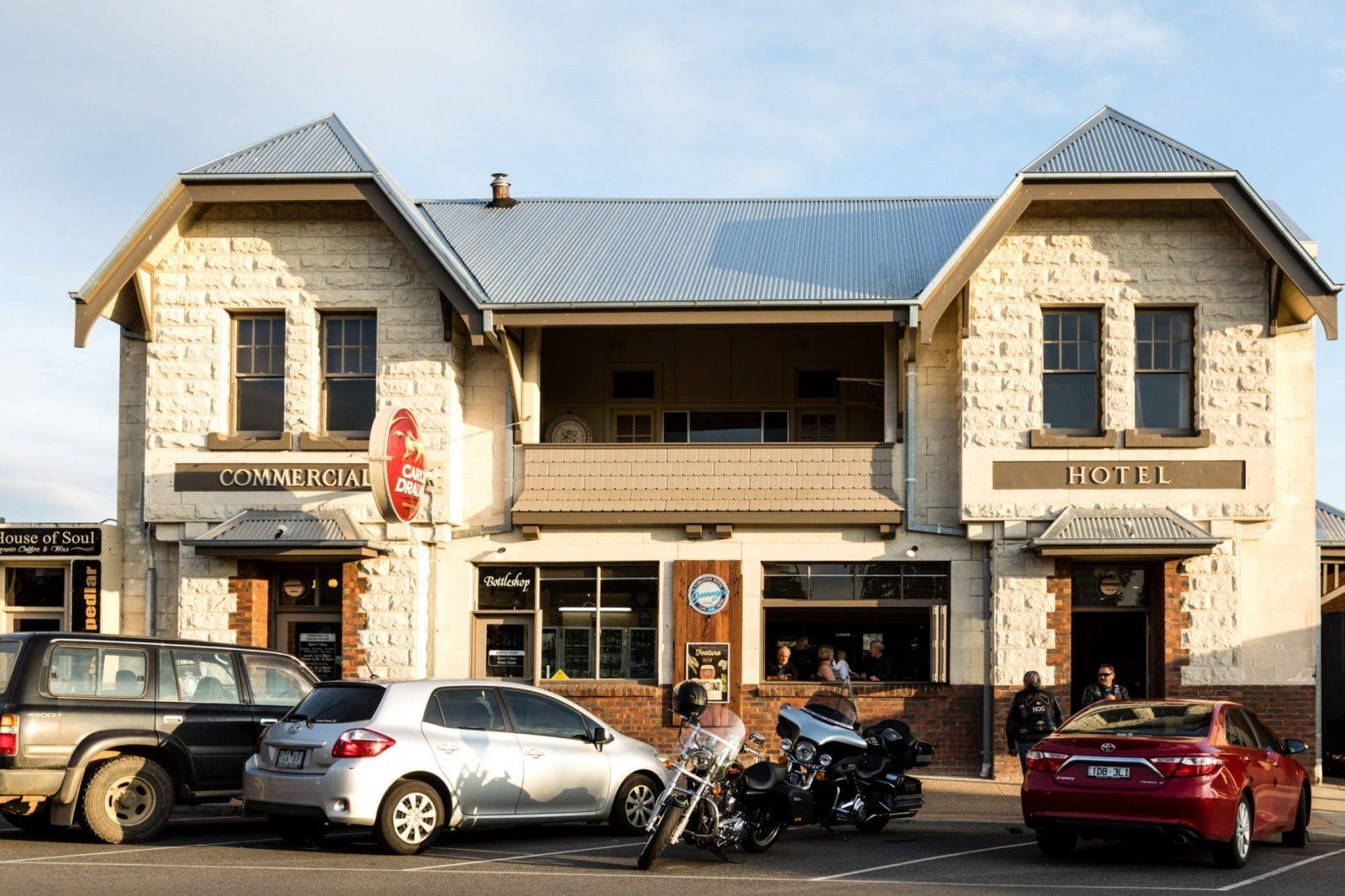 Yarragon Hotel front facade