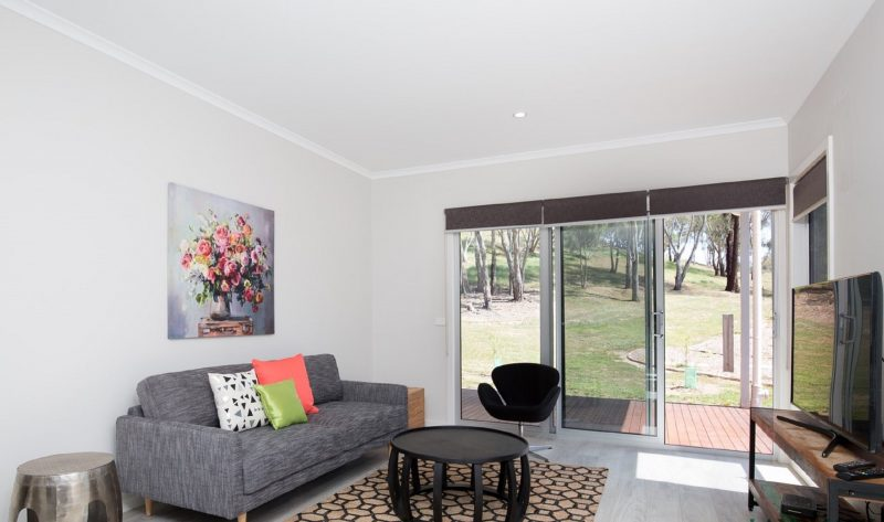 Yea Springs holiday accommodation offers comfortable indoor & outdoor living