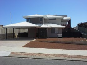Cozzys Condo Luxury Beach House, Port Denison, Western Australia