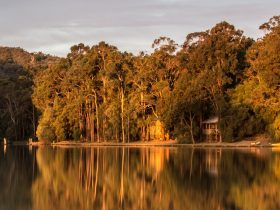 Evedon Lakeside Retreat, Burekup, Western Australia