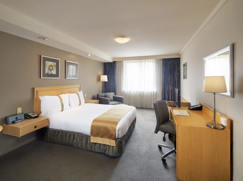 Queen Guest Room at Holiday Inn Perth City Centre