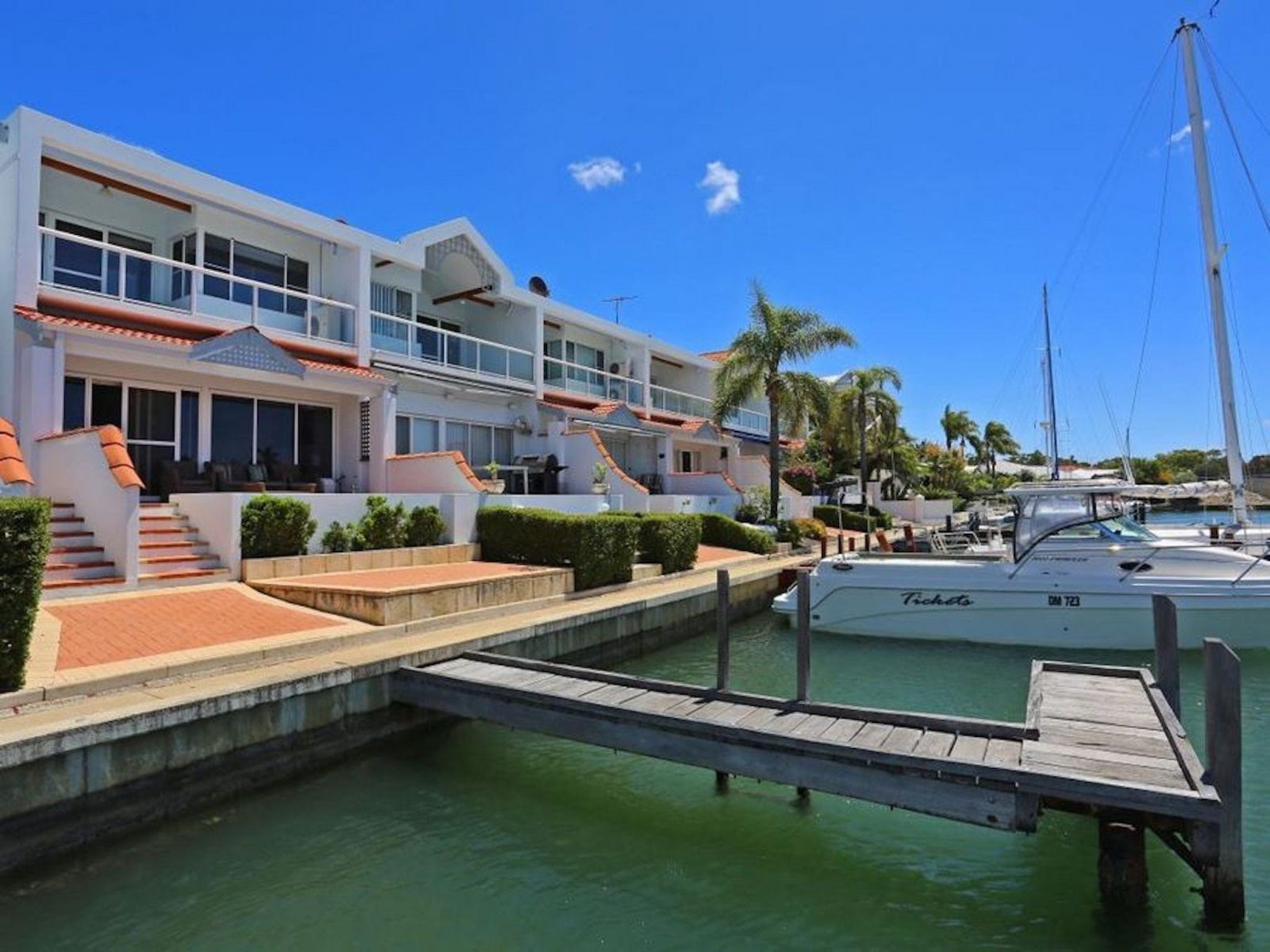 Luxury Canal Vista, Halls Head, Western Australia