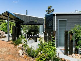 Perth Hills Luxury Getaway - Quenda Guesthouse, Hovea, Western Australia